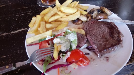 Rushden, UK: Steak and chips