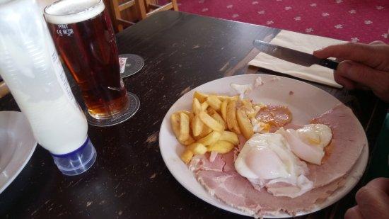 Rushden, UK: Ham, eggs, chips and beer