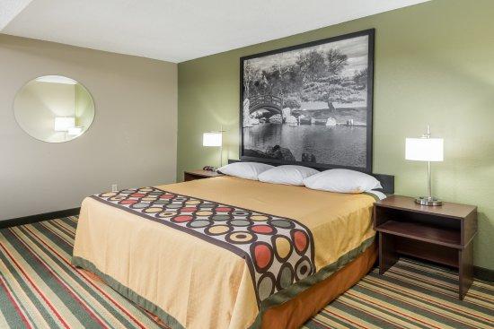 Bloomington, إلينوي: 1 King Bed Room