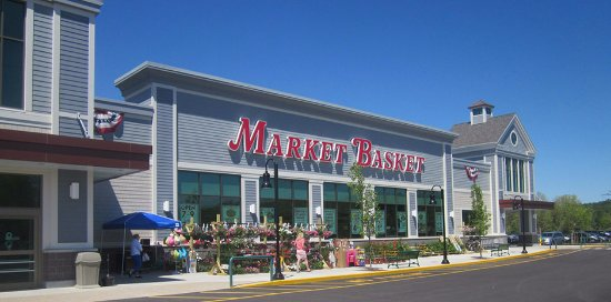 Rochester, NH: Market Basket at The Ridge