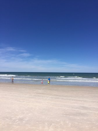 North Beach Camp Resort: The beach is beautiful and directly across the street (A1A)