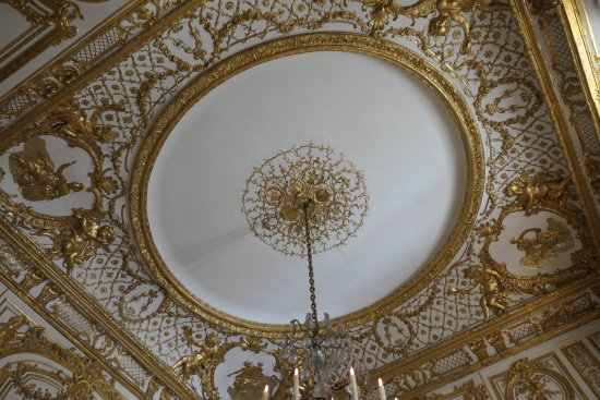 Chateau de Versailles: Ornate decorated ceilings