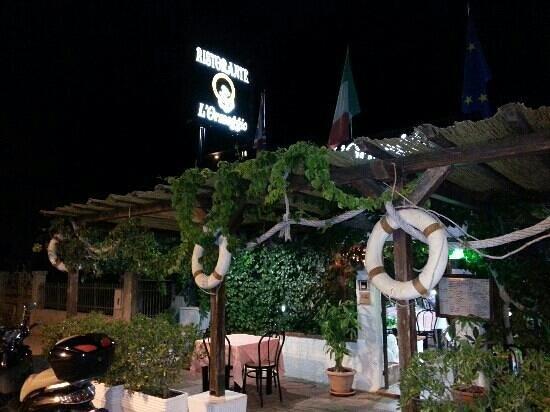 Esterno del ristorante picture of l 39 ormeggio for L esterno del ristorante sinonimo