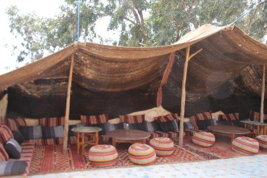 Ghazoua, Marokko: Berberzelt auf der Terasse