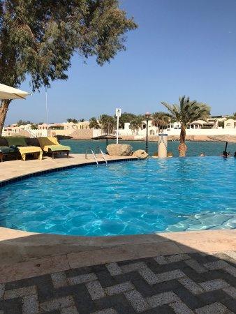 Hotel Sultan Bey Resort: Zimmer im Sultan Bey und Blick über den Pool
