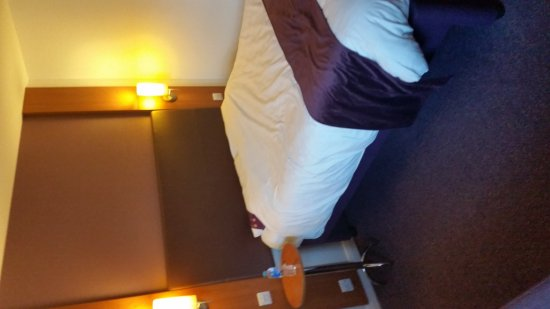 Premier Inn Glastonbury Hotel: 20170426_192612_large.jpg