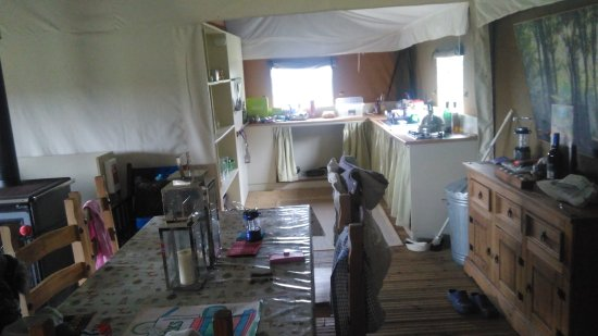 Saxmundham, UK: Lounge & kitchen