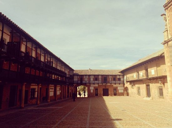 San Carlos del Valle, Spain: Plaza Mayor