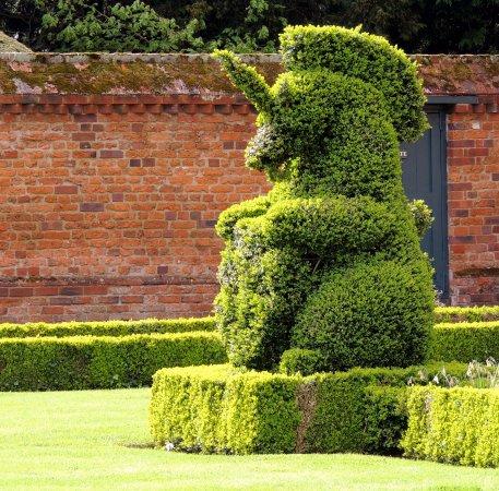 Doddington Hall & Gardens : Two unicorns guard the house