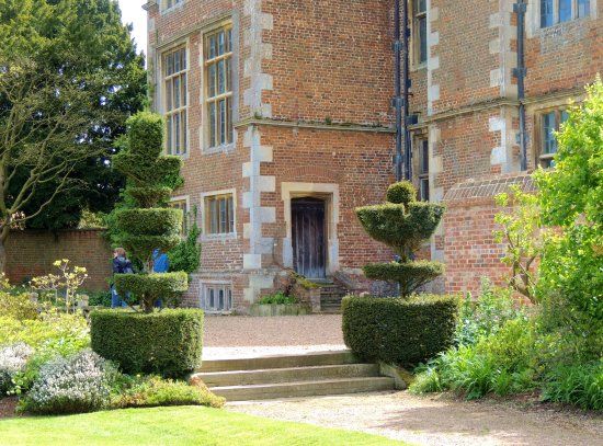 Doddington Hall & Gardens : Expert Topiary abounds