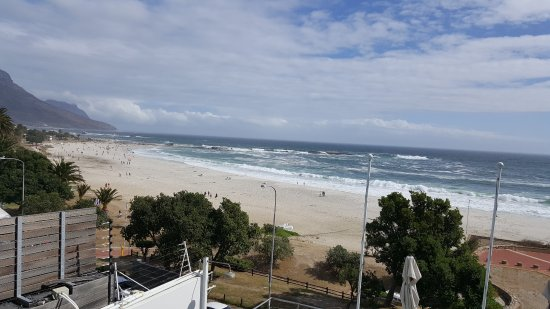 Primi Seacastle Guest House: This is the view from our room (3 I think) on a very windy day