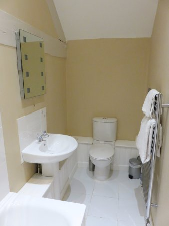 Orles Barn Hotel: Bathroom lacked charm at Orles Barn (26/Apr/17).