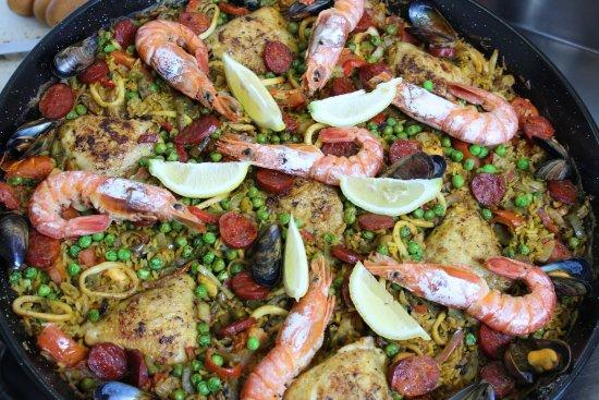 Carnon, Prancis: Tous les dimanches, la paella vous régalera!!