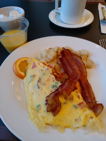 Mayfield, OH: Breakfast was ok - bacon was great - rest mediocre.
