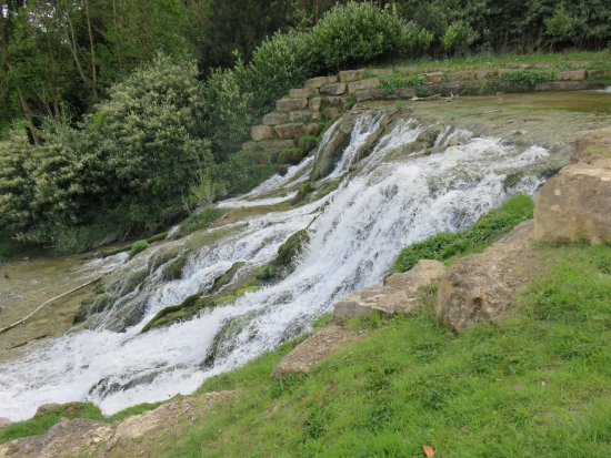 Woodstock, UK: The waterfall