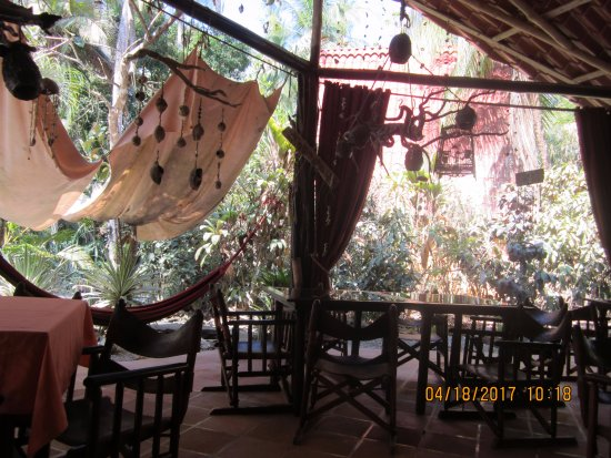 Cabuya, Costa Rica: Inside the restaurant with all of the decor
