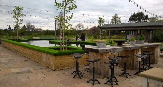 Scorton, UK: Lovely seating area outside