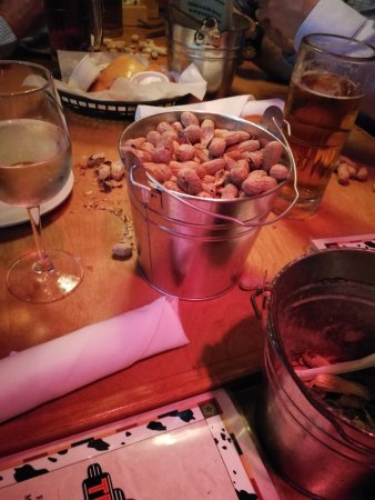 Texas Roadhouse: Erdnüsse soviel man will :-)