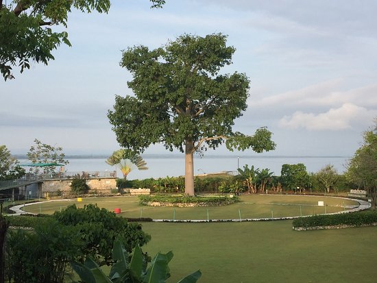 La Casa De Don David: View form the restaurant over the hotel grounds, Lago Peten Itza in the background.