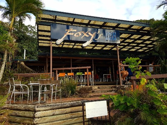 Fitzroy Island, Australia: Foxy's Bar for a nice cold one