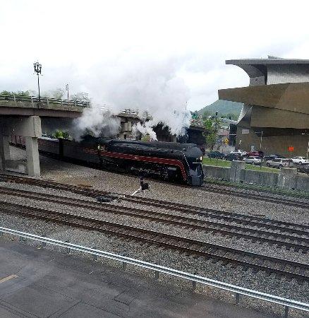 โรอาโนค, เวอร์จิเนีย: 611 steam excursion arrives in Roanoke in April 2017