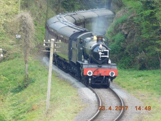 Kidderminster, UK: GWR Manor hauling a train towards Highley and Bridgnorth