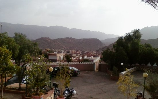Hotel les Amandiers: View from entrance