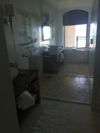 The St. Regis Saadiyat Island Resort: Love this bathroom!