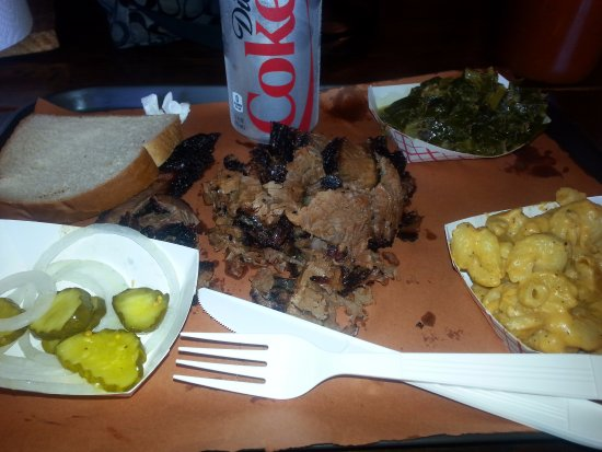 Oakland Park, FL: Brisket with sides of mac n cheese and collard greens very yummy