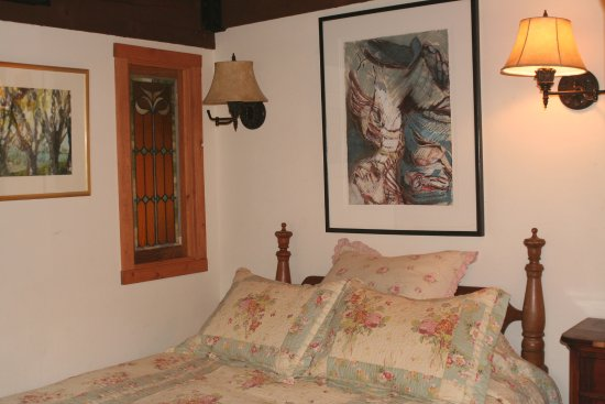 Mancos, CO: Lakehouse bedroom queen bed