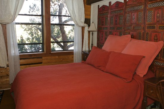 Mancos, CO: Lakehouse bedroom queen bed with view of lake, sunsets, stars, and birds