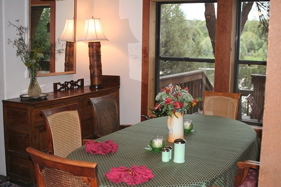 Mancos, CO: Lakehouse dining room with lake view