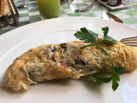 The Milestone Hotel : Omelette breakfast