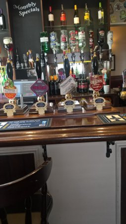 Holmfirth, UK: Strongbow, Guinness, Smooth, Coors ,Fosters, Carling, San Miguel from £2.65