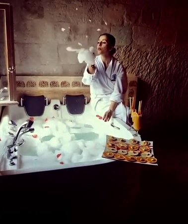 Cavusin, Turquía: Honeymoon suite room jacuzzi