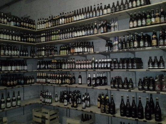 Rouffiac-Tolosan, Frankrike: le rayon bières à emporter