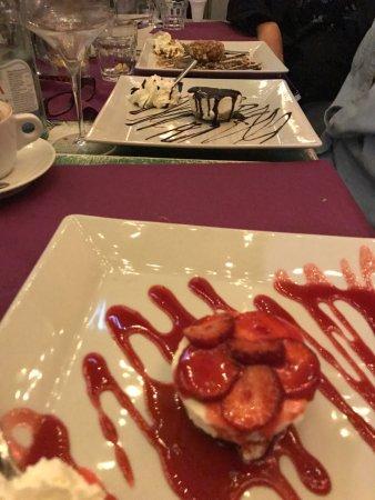 Enoteca Trastevere: strawberry cheesecake and caramel cheesecake