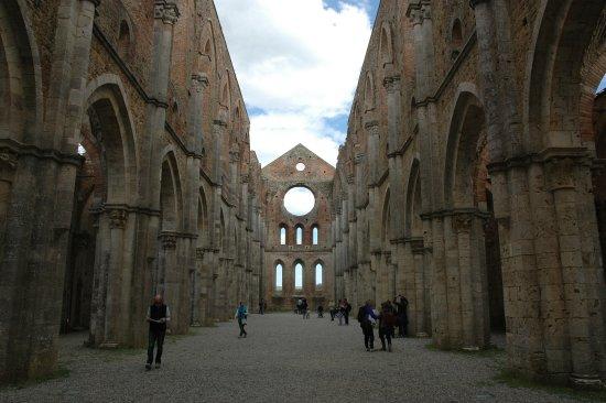 Chiusdino, Italy: interno