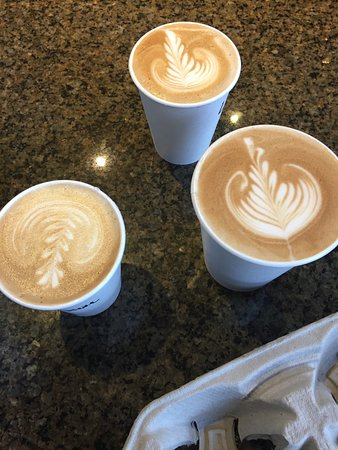 Kirkland, واشنطن: Latte art ... their latte tastes as good as it looks
