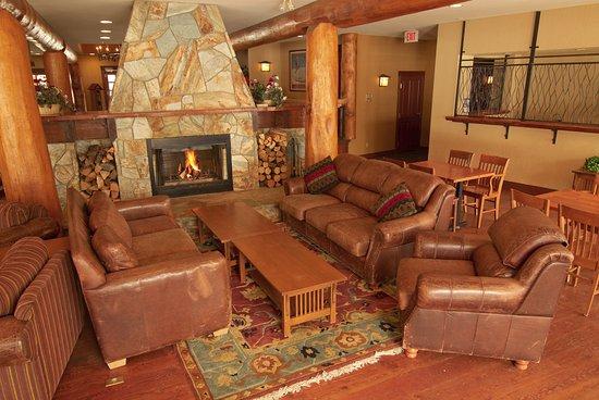Fernie, Canada: Lobby Lounge at Snow Creek Lodge
