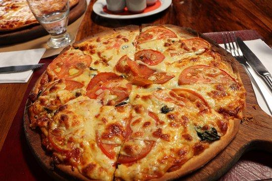 pizza mit tomaten und spinat picture of restaurante don luis monteverde tripadvisor. Black Bedroom Furniture Sets. Home Design Ideas