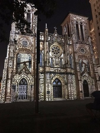 Inn on the Riverwalk : San Fernando Cathedral at night, blocks north
