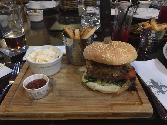 Badsworth, UK: 100% beef burger