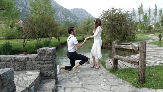 Morinj, Czarnogóra: You should come to this wonderful restaurant, which is so special in marriage proposal.