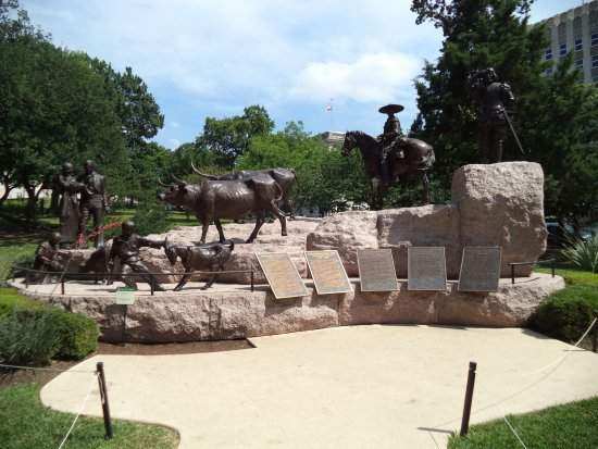 State Capitol: Mexican Heritage Memorial on Capitol Grounds
