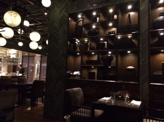 T8 Restaurant and Bar: local bonito pero entorno decepcionante