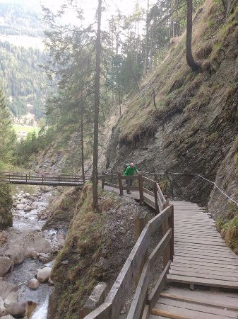 Lutago, Italy: Rundwanderung Wasserfall Schwarzbach