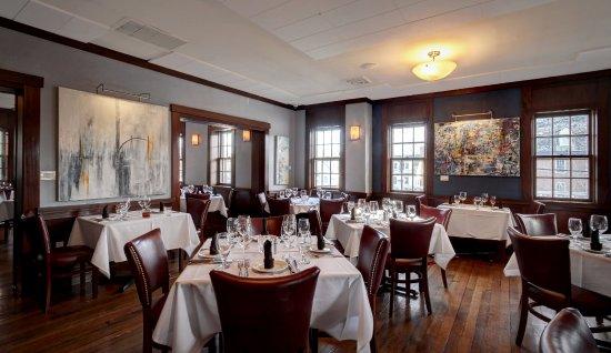 Delafield, Висконсин: Dining Room