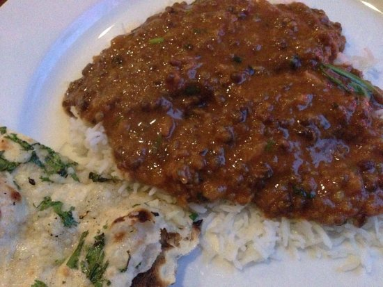 Sudbury, MA: Garlic naan and very tasty lentils!