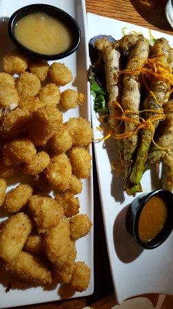 Beaverton, Oregón: cheese curds and tempura aspargus